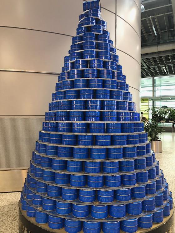 Kaviardosen am Genfer Flughafen